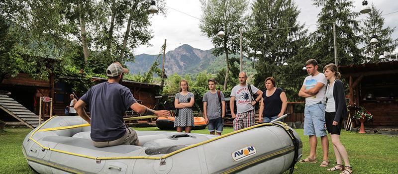 foto di un briefing al centro rafting republic