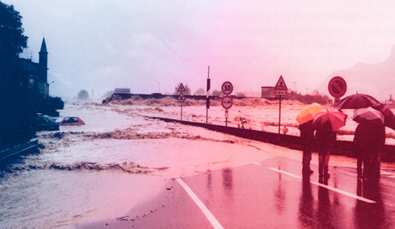 foto storica di una alluvione della dora baltea
