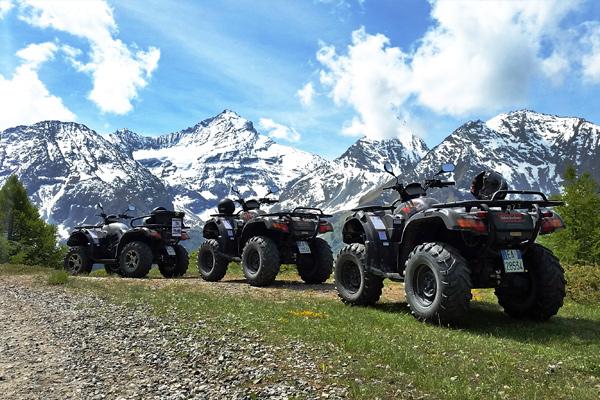 foto di quad sullo sfondo del monte grivola