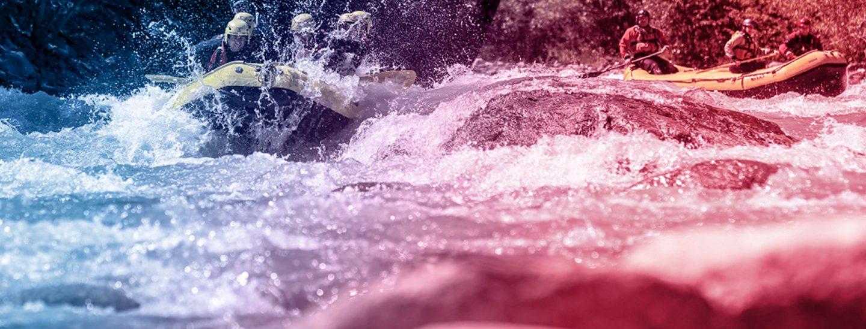 foto di un gommone in azione sulla dora baltea