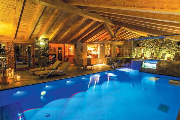 foto della piscina della spa dell'hotel sant'orso